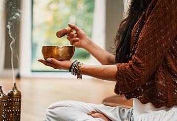 massaggio-sonoro-con-campane-tibetane